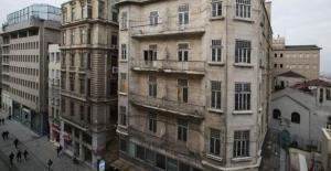 İş Bankası'nın Tarihi Binası Resim Müzesi Oluyor