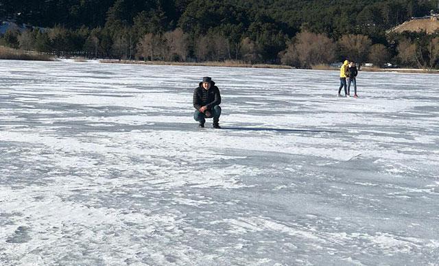 Simavda soğuk hava gölü dondurdu