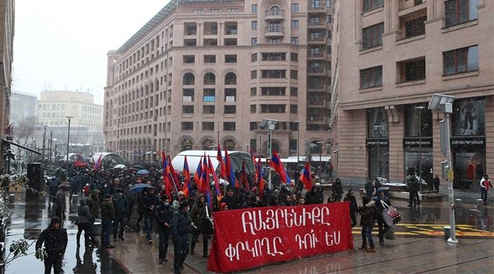 Kafkasya'da halk sokakta