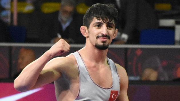 Milli güreşçi Kerem Kamal Tokyo vizesini aldı