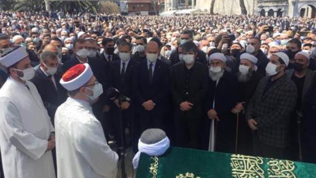 Vakaların rekor kırdığı süreçte Bakan Soylu'nun katıldığı kalabalık cenaze tepki çekti
