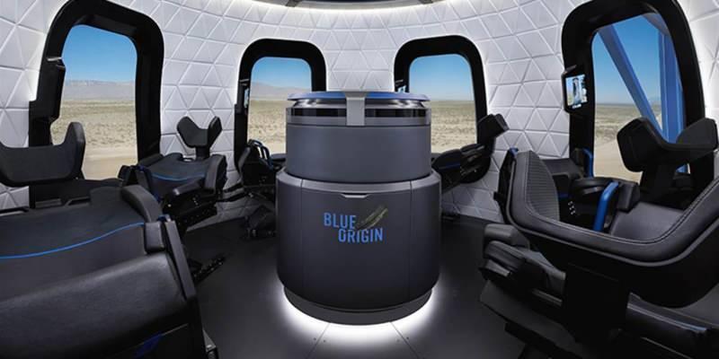 New Shephard roketiyle uzaya gidecek olan ve biletleri satışa çıkarılan kapsülün içi bu şekilde görünüyor.