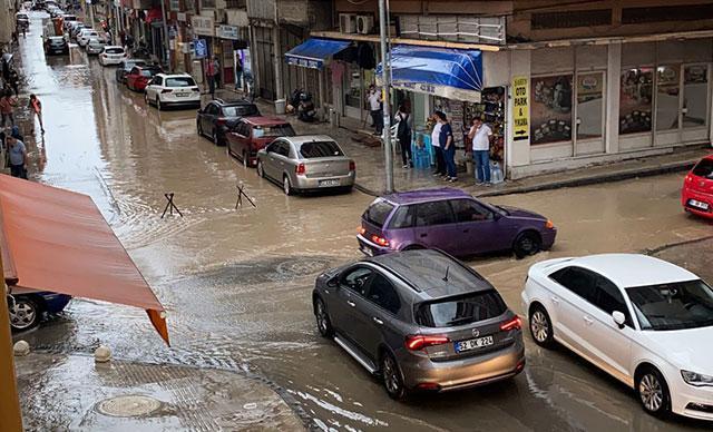 Son dakika: Orduda sağanak yağış sonrası yollar göle döndü